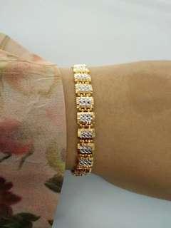 916 2 Tone Square Gold Bracelet