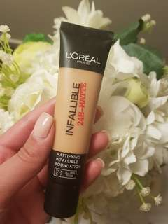 Loreal infallible Matte foundation - golden beige