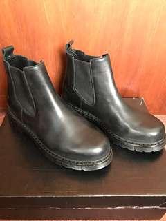 BLACK BOOTS SIZE EU38