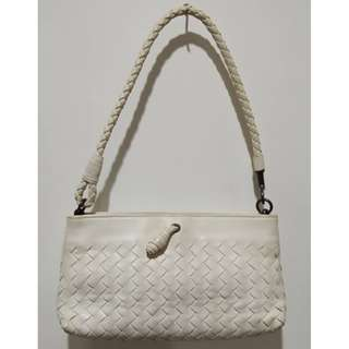 PREOVED AUTHENTIC BOTTEGA VENETTA WHITE HAND BAG