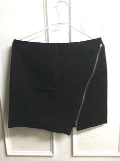 Zara 黑色斜開拉鍊造型短裙~約M