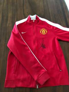 JERSEY / JACKET MANCHESTER UNITED ORIGINAL WITH PLAYER SIGNS