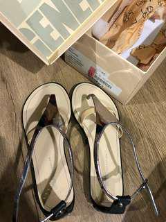 BCBG Thong Sandals Size 6