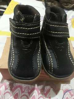 High cut baby shoes