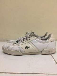 Sepatu merk lacoste
