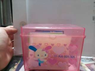 usahana box with coloured paper inside