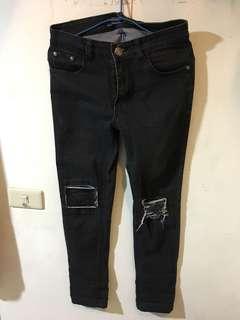 🚚 黑色補丁牛仔褲