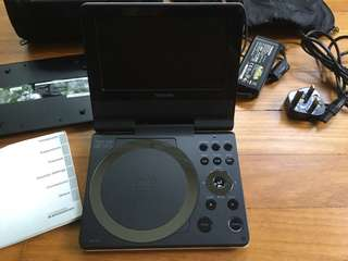 """Toshiba SDP73SWE Portable DVD Player (7"""") **region 2** ALMOST BRAND NEW CONDITION"""