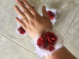 Wrist corsages (set of 3)