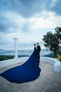 Prenup gown with long train for rent