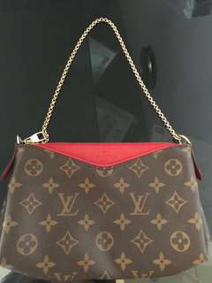 LV LOUIS VUITTON PALLAS 手拿包 手袋