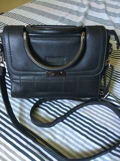Fashionable black sling bag