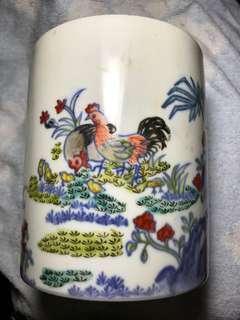大清乾隆年製款 明成化雞缸杯風格鬥彩筆筒