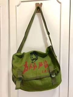 【減價】(購自北京🇨🇳)100%新特色「為人民服務」長方形軍綠色雙扣斜孭袋