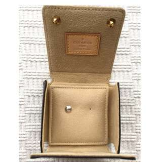 Louis Vuitton    **18K gold** Earring with LV Monogram case