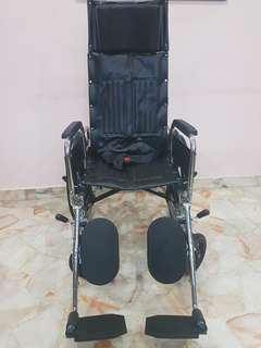 Reclining foldable wheel chair w/assisted brakes