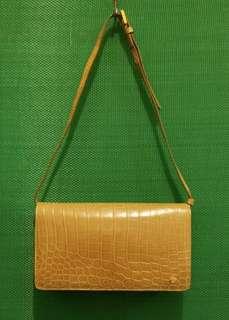 殿堂名牌Kwanpen杏色鱷魚皮肩袋