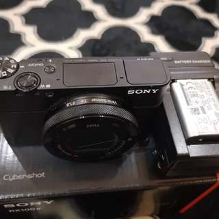 Sony RX100 Mark 4 + extra battery