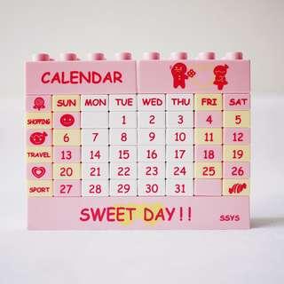 🚚 粉紅黃色月曆積木玩具樂高玩具可自行拼月份日期辦公室小物