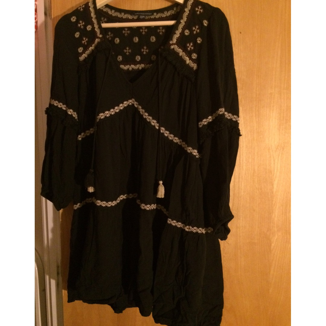 American Eagle Black Blouse/Long Top (Size M)