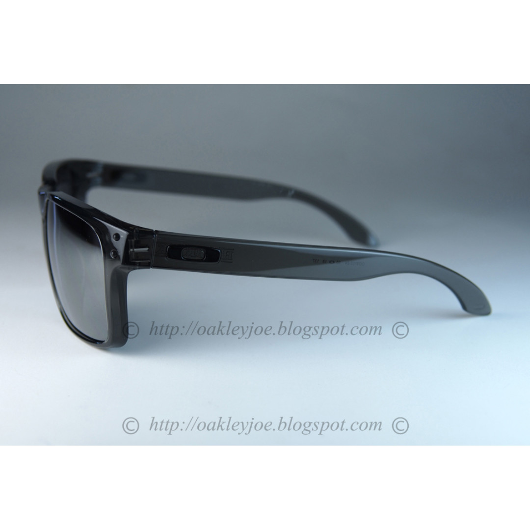 e568048fd9 BNIB Oakley Holbrook grey smoke + black iridium oo9102-24 sunglass shades