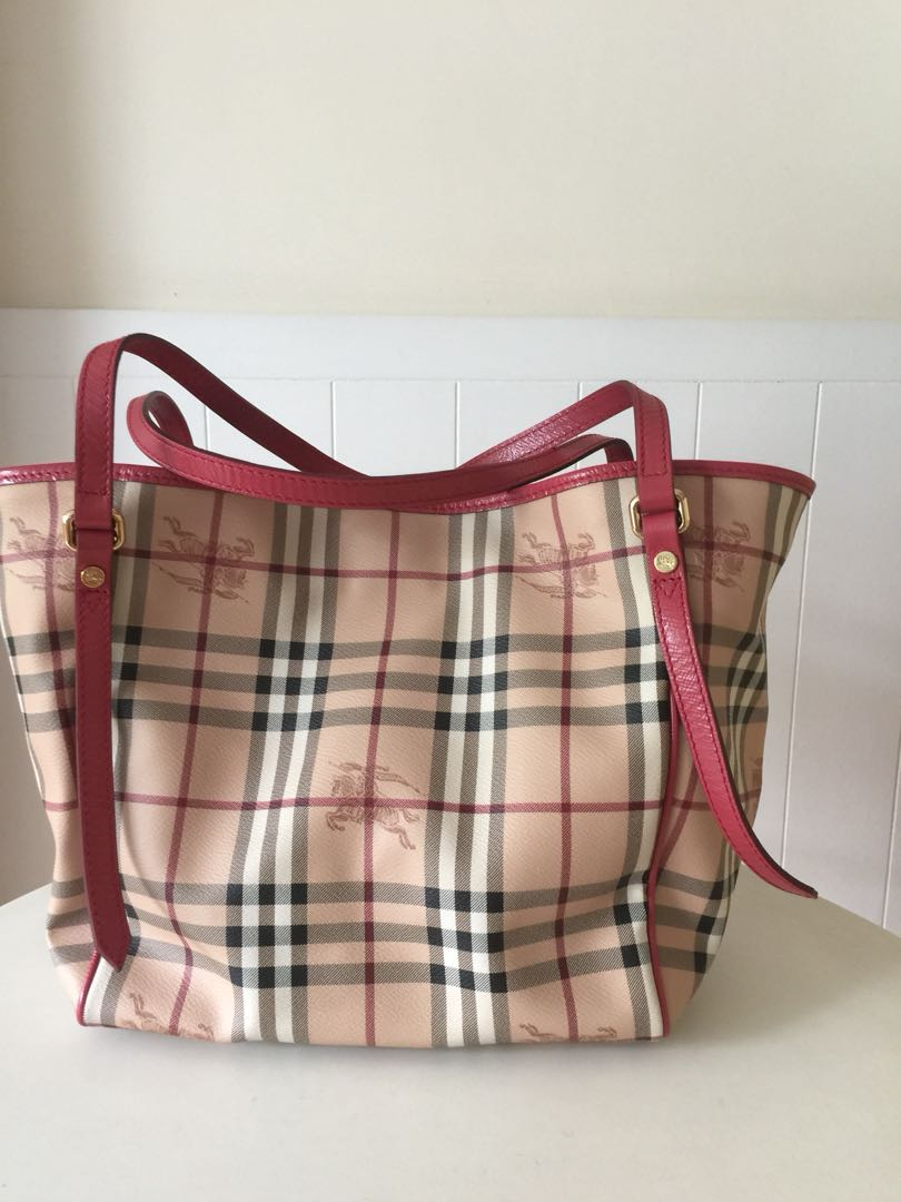 d03971d75da Burberry Tote Bag, Women's Fashion, Bags & Wallets, Handbags on Carousell