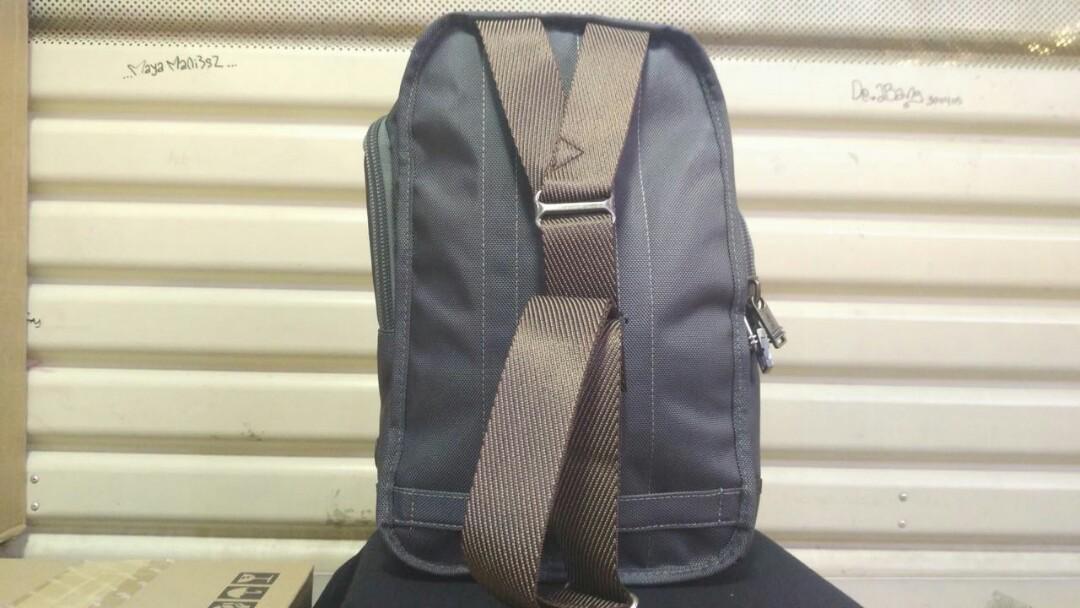 TUMI SARATOGA SLING BAG ABU2