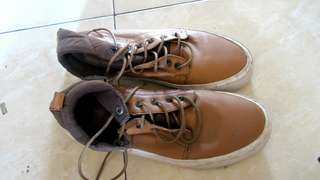 Obral sepatu brave