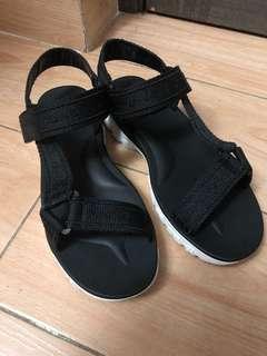 Zara 潮流款涼鞋