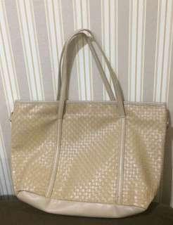 Unbranded shopper bag