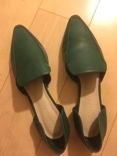 charles&Keith 側簍空平底鞋