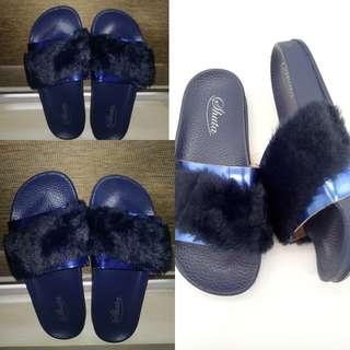 Blue fur slides / slippers