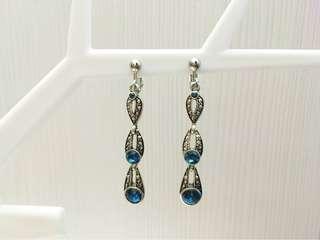🚚 【低價出清】歐美垂墜藍寶石夾式耳環