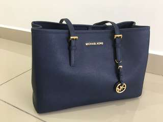 Michael Kors Navy Saffiano Large Jet Set EW Travel Tote 30t3gtvt7l
