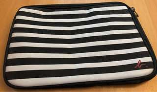 Agnes b iPad 袋