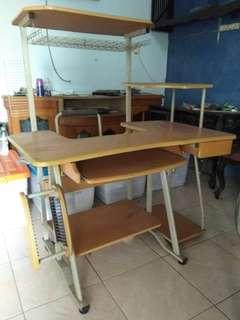 Meja komputer bekas, kondisi baik