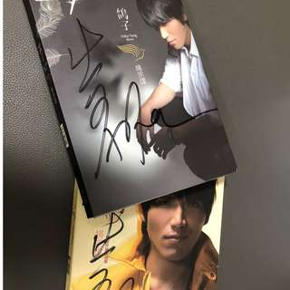 Aska yang zong wei autographed albums