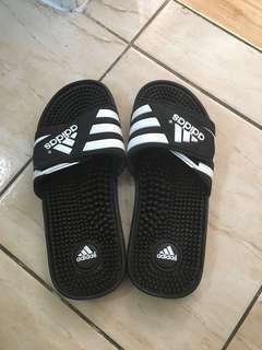 Men's adidas slides size 7 (women's size 9)