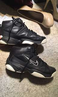 Basketball shoes size 6