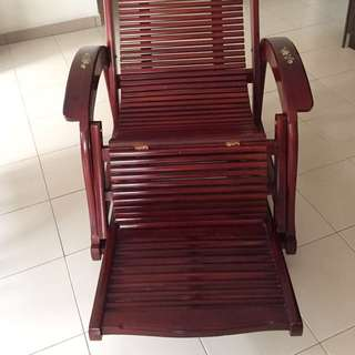 Red wood stretchable armchair