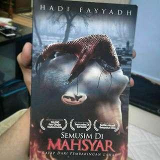Novel Semusim Di Mahsyar