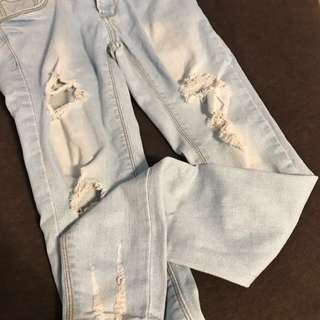 🚚 淺藍刷破牛仔褲