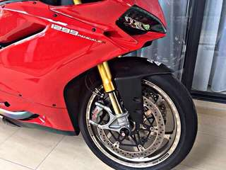 2k+MILEAGE PANIGALE 1299 S 🇲🇾 2015 CONDITION LIKE NEW‼️ FREE ACCIDENT‼️ FULL SYSTEM TITANIUM AKRAPOVIC EXHAUST‼️JUST DONE SERVICE: CASH ONLY😊 RM160K