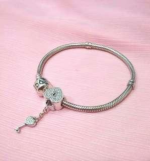 🚚 正品潘朵拉Pandora手鍊含滿鑽心鎖串珠一顆(手鍊含扣17cm)