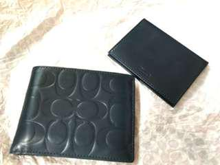 Coach Mens Wallet with separate card holder. Bought in Italy but have no use for it so selling to clear space! Cheap! Navy blue in colour very rare colour