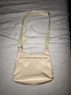 Longchamp body bag (in good condition)