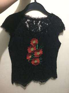 Lace top with embroid design s-m