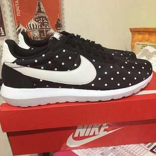 🚚 Nike WMNS Roshe 黑白 點點 黑色 阿甘鞋