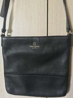Original Kate Spade Cross Bag for everyday use. With adjustable straps. Very stylish and practical 😊With minimal scratch on front and back. Please see last two pics.