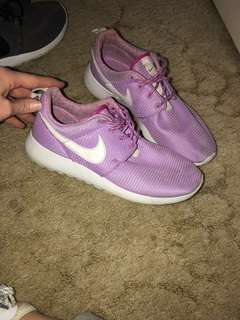 Women's size 7 or youth size 6 shoes